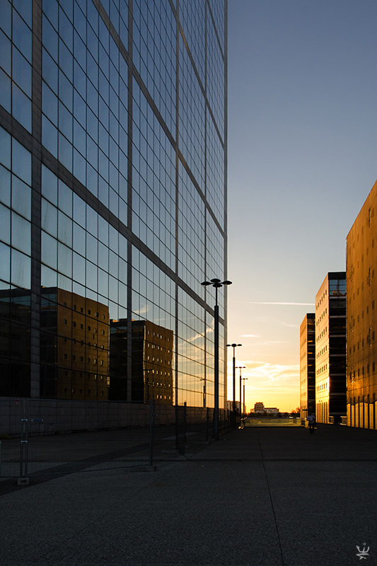 Sunset in La Défense (by Esther Wagner)
