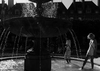 Paris - Place des Vosges (by Esther Wagner)
