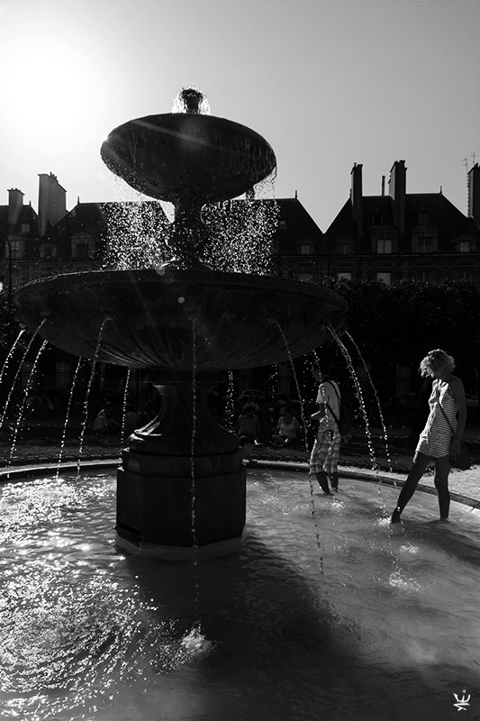 Paris - Place des Vosges (by Esther Wagner)